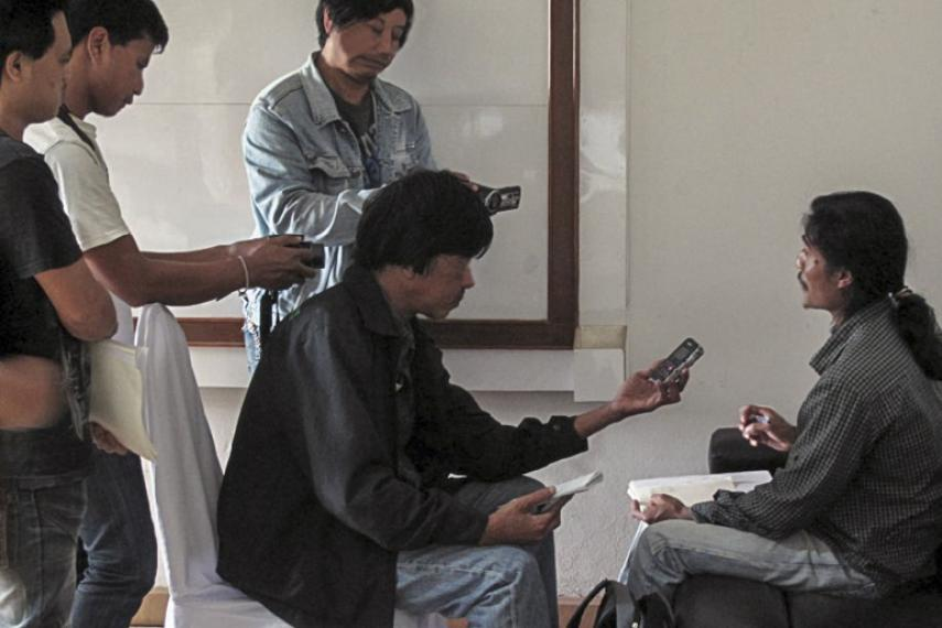 Arakan Oil Watch Director, Jockai Khaing, being interviewed by journalists including our media partners.