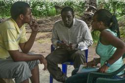 Participants d'un atelier animé par une membre du personnel d'Inter Pares.
