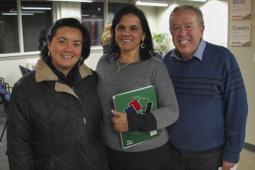Des coalitions à leur meilleur : Julia Sánchez du Conseil canadien pour la coopération internationale, Mayra Alarcón de Consejeria en proyectos (PCS) et Bill Fairbairn d'Inter Pares, lors d'un événement public portant sur le Guatemala.