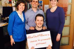 L'équipe d'Inter Pares s'affiche #BlueShirt4Burma
