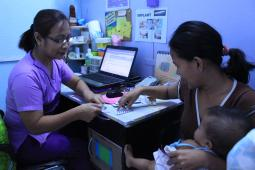 A consultation at Likhaan's clinic in Vitas, Manila.