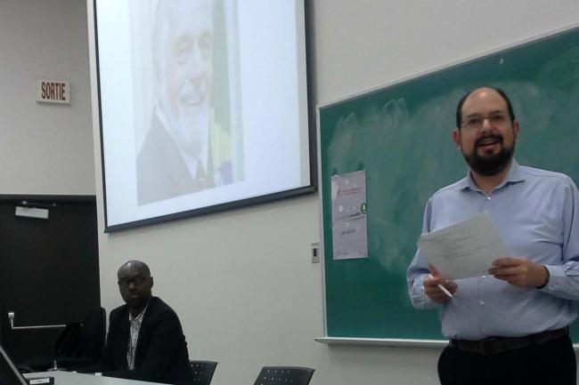Julián Durazo, le docteur en science politique et spécialiste de l'Amérique latine, lors de sa conférence JQSI